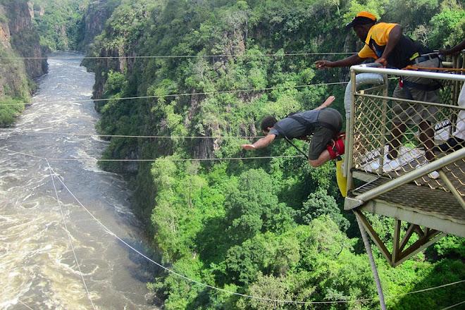Bungee jumping, Victoria Falls, Zimbabwe / Zambia