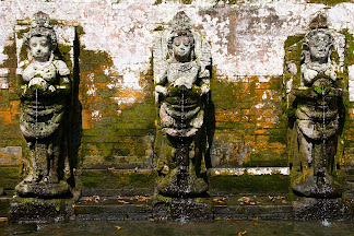 Bathing temple figures at Goa Gajah (Elephant Cave) near Ubud, Bali, Indonesia © Matt Prater