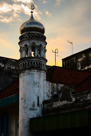 Minaret in the Qubah, Surabaya, Java, Indonesia © Matt Prater