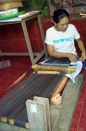 weaving tradtional doubvle Ikat