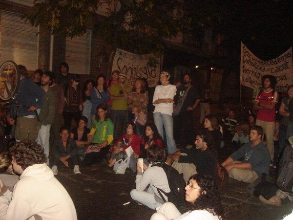 Viernes 31 de marzo de 2008, fin de la toma a Decanto Humanidades y asamblea frente al Rectorado.
