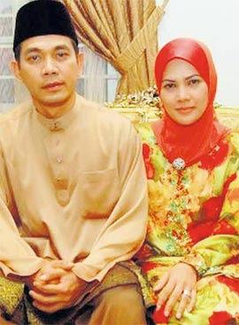 Inilah isteri Hero Malaya kita..cantikkan? Patutlah Rosyam sorok ...