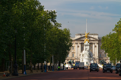 Buckingham Palace from The Mall.- London, England
