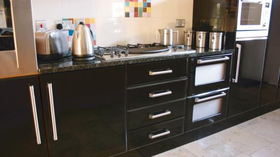 Black Gloss Kitchens high gloss black pisa