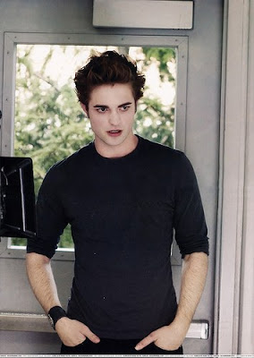 Robert Douglas Thomas Pattinson on Celebrity Hot News  Robert Douglas Thomas Pattinson In Classic Black