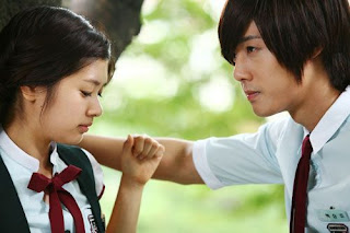 playful kiss pictures