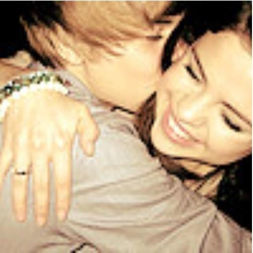 selena gomez and justin bieber dating. selena gomez and justin bieber