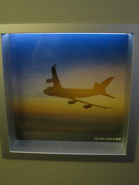 Japan Airlines (JAL) Sky Gallery 777-300ER (773) on JL061, Boeing 747-400