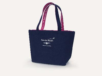 Navy tote JAL's Eco Sky logo. JPY 2,000 (tax included)