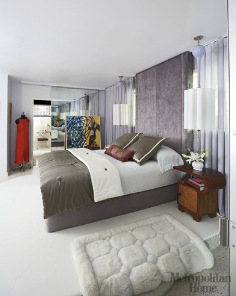 The glam lamb dramatic ways to frame your bed for Dramatic beds