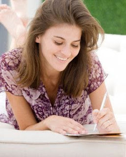 woman writing love letter to boyfriend