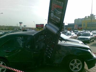 Mercedezs and Cellphone Crash 1