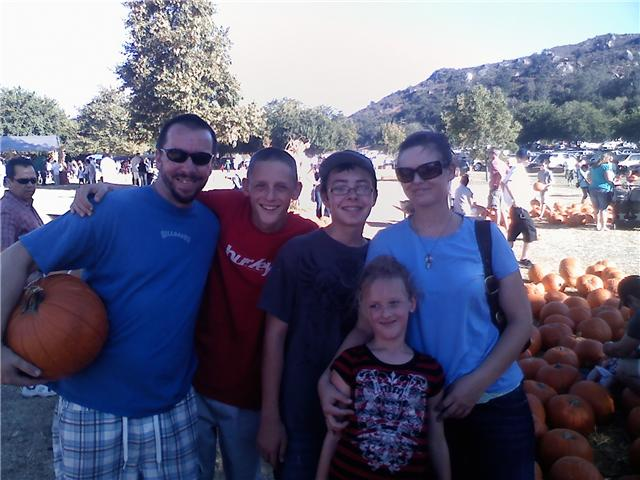 [PHOTOfamilypumpkinpatch]