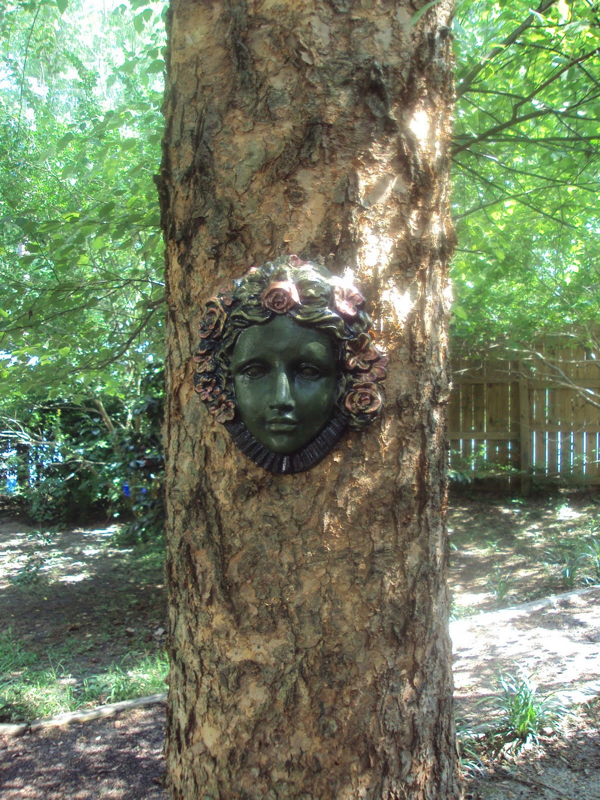 Superieur My GARDEN Lady Face On My Tree