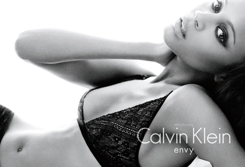 http://4.bp.blogspot.com/_zWbq9p9HtO8/TDXQlF4UDzI/AAAAAAAATJg/061T9iGI7rQ/s1600/Zoe+Saldana+for+Calvin+Klein.jpg