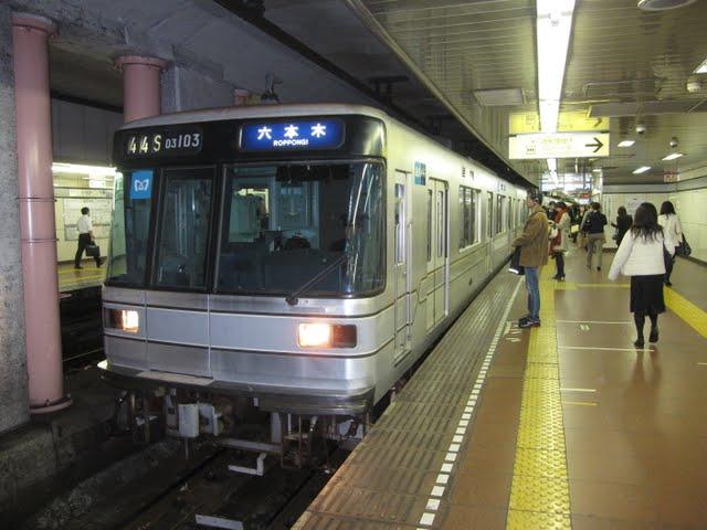 東京メトロ日比谷線 六本木行き2 03系幕式(平日3本運行)