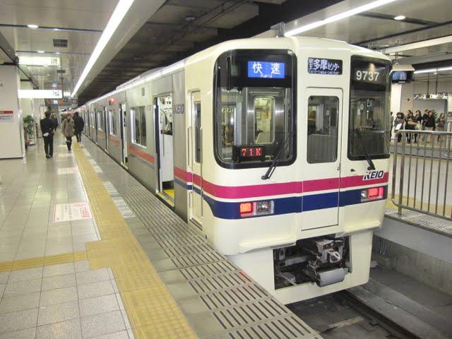 京王電鉄 快速 京王多摩センター行き4 9000系(平日4本運行)