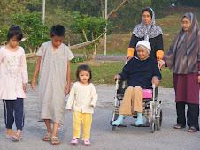 17 Jan 2010 ambil angin segar bersama cucu