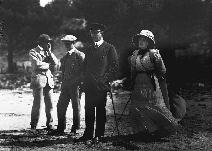 [Robert+Falcon+Scott+and+his+wife+Kathleen,+on+Quail+Island,+[ca+1910].nz]