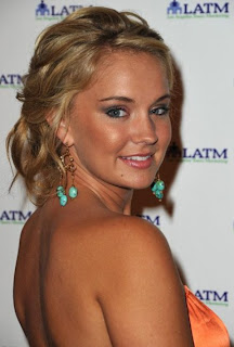 Tiffany+thornton+and+sterling+knight+kissing