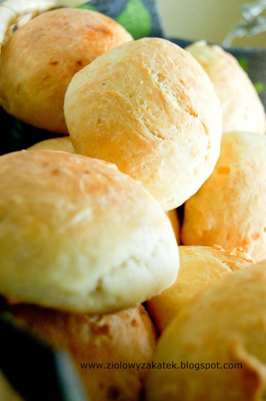 Miękkie bułeczki śniadaniowe. Z ziemniakami.