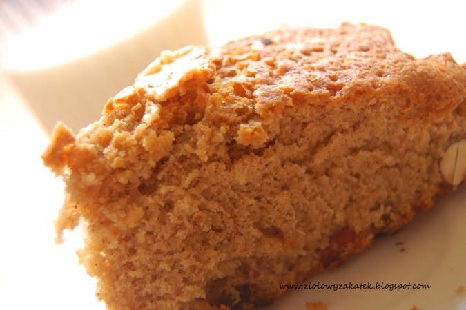 Lekkie i aromatyczne ciasto cynamonowo – gruszkowe.