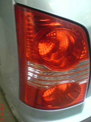 santro car tail lamp assembly press fit
