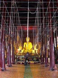 寺廟內每一條繩索代表僧人的一個祈禱