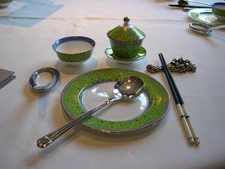 桌面陳設一絲不拘。雖然只是茶市,但一樣裝備十足