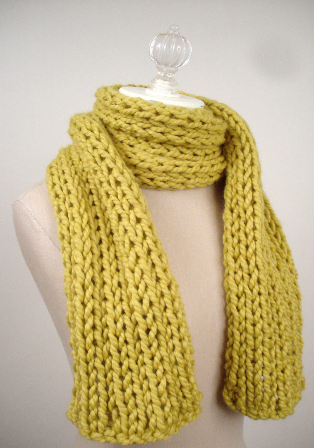 Simple Knitting Patterns : Scarf Knitting Pattern-Single-Rib Chenille Scarf Easy Knitting