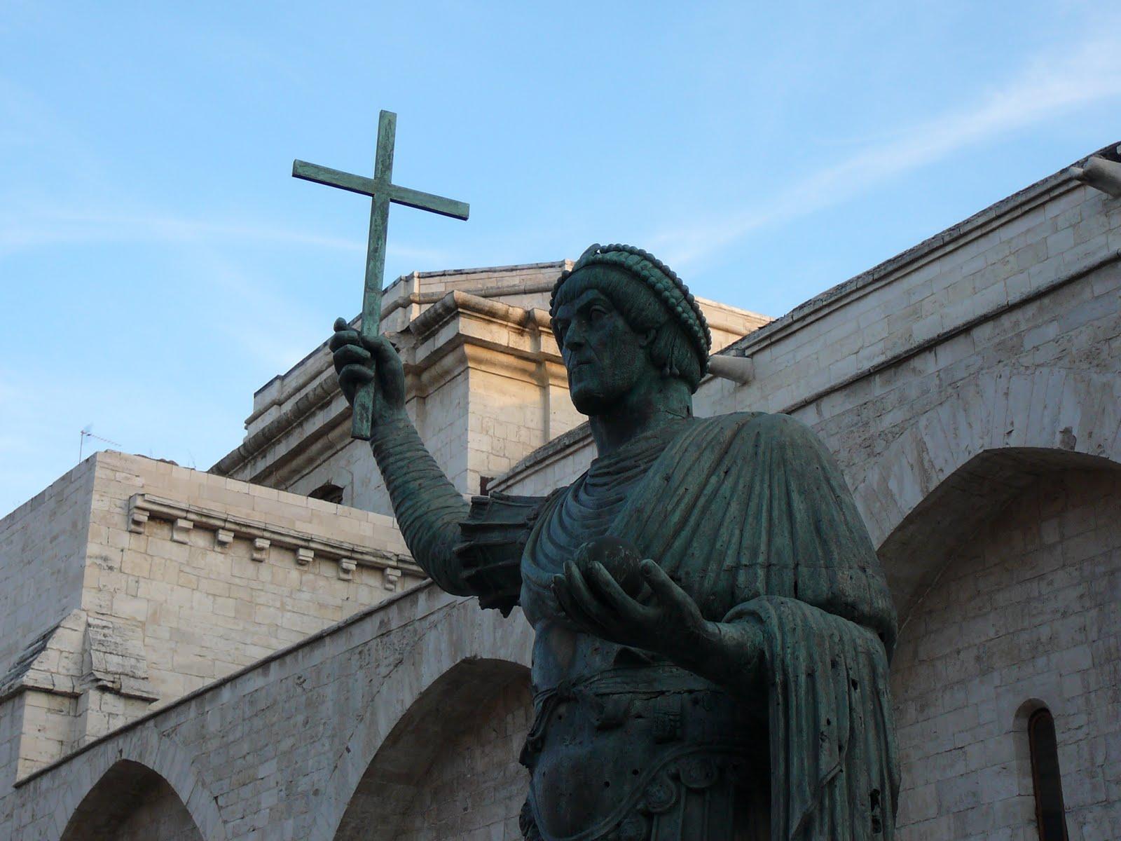 casolaro point barletta statue - photo#6
