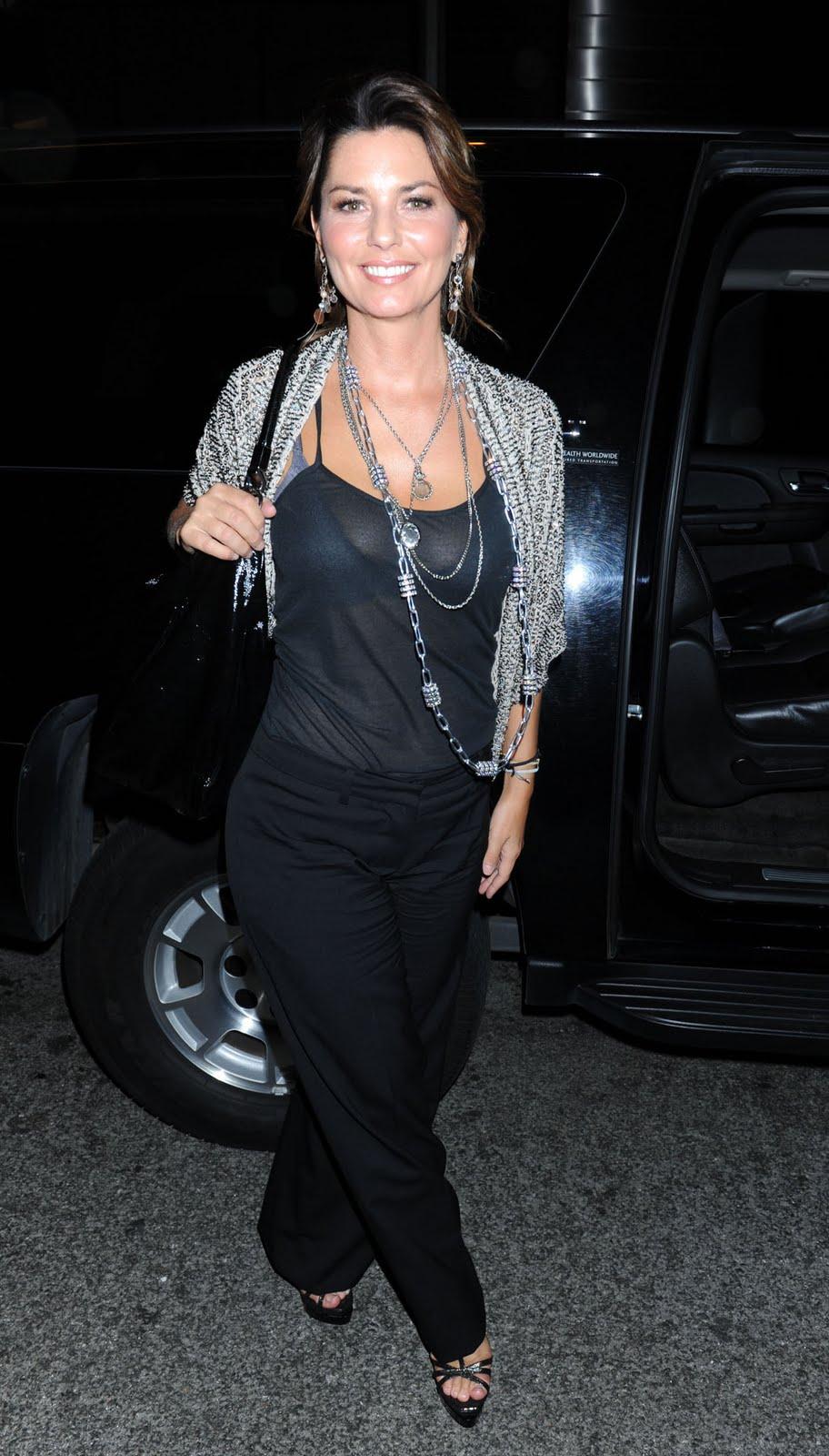 Bikini girl and fashion shania twain shows off her milfy goodness