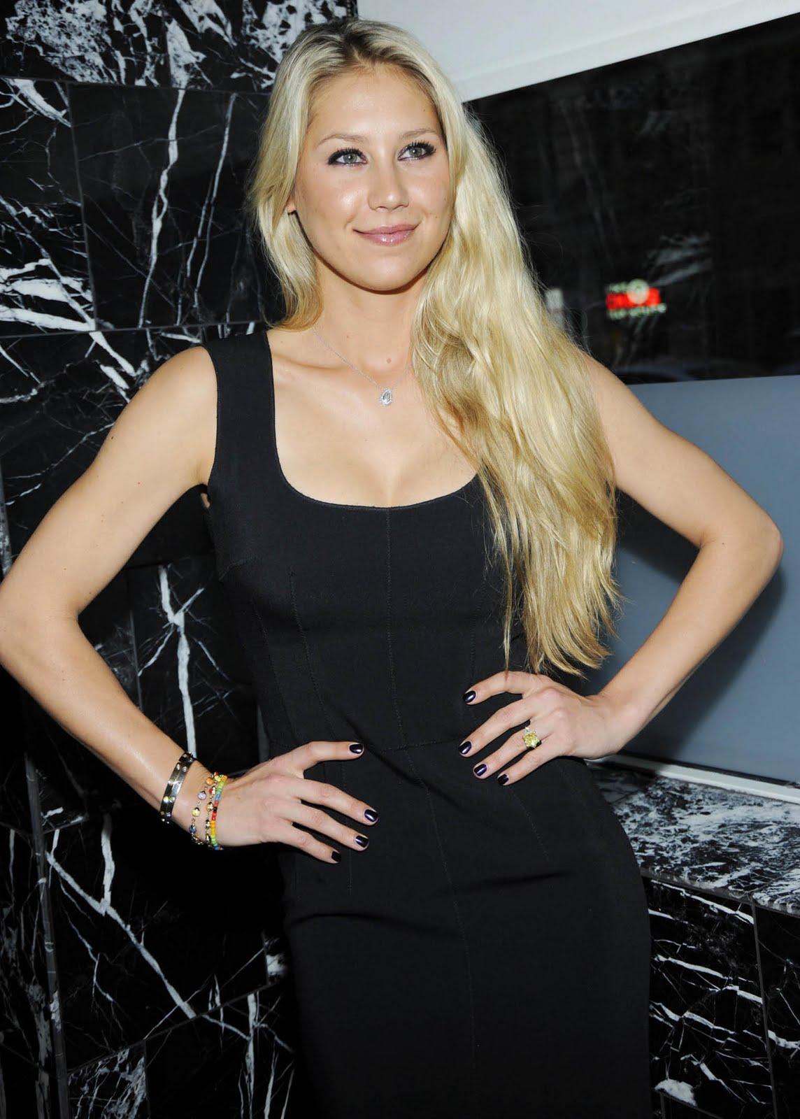 http://4.bp.blogspot.com/_zbsfJpJk1lA/S75ZgB9bImI/AAAAAAAAI7s/YJFvzbIe31M/s1600/anna_kournikova_black_hot_de.jpg