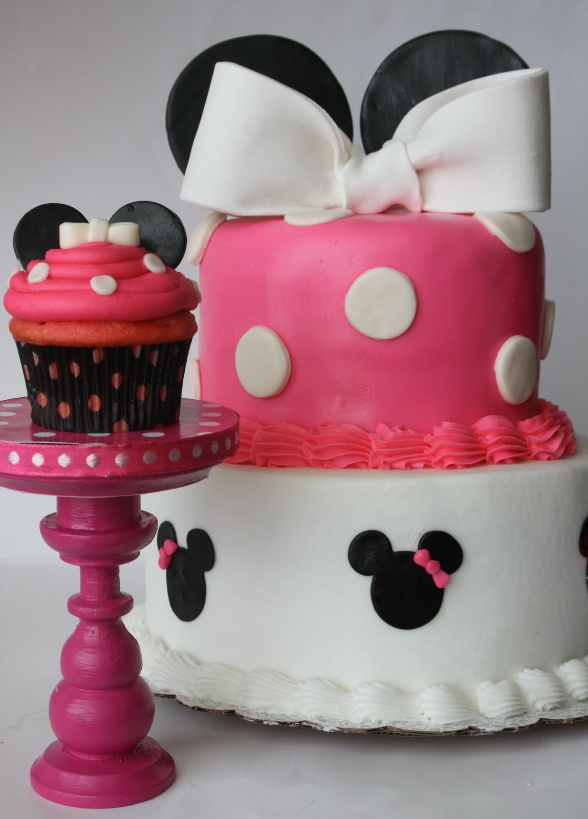 Minnie Mouse cake and cupcake!!