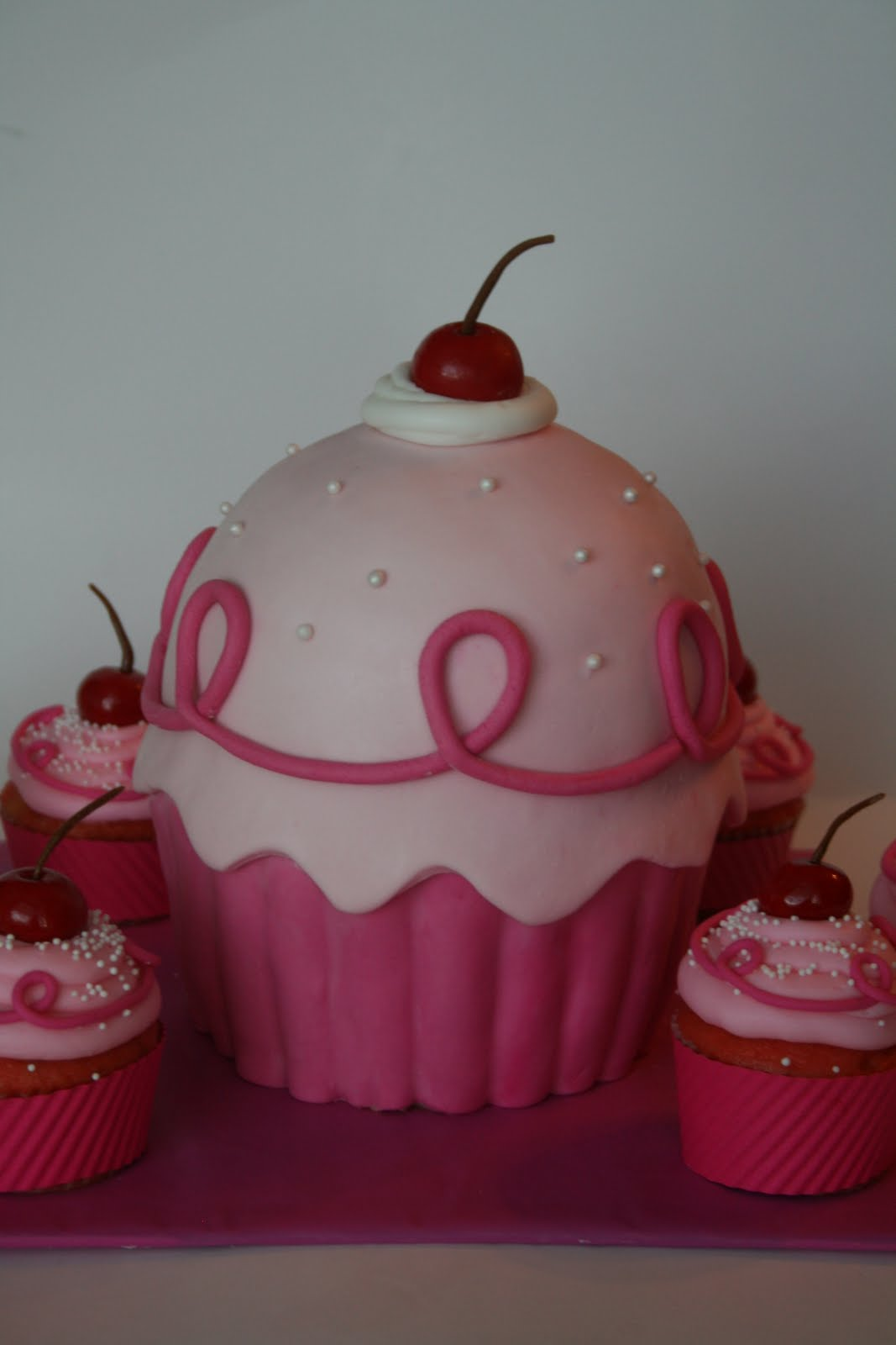 Pinkalicious Cake Images : And Everything Sweet: Pinkalicious Cake and Pinkalicious ...
