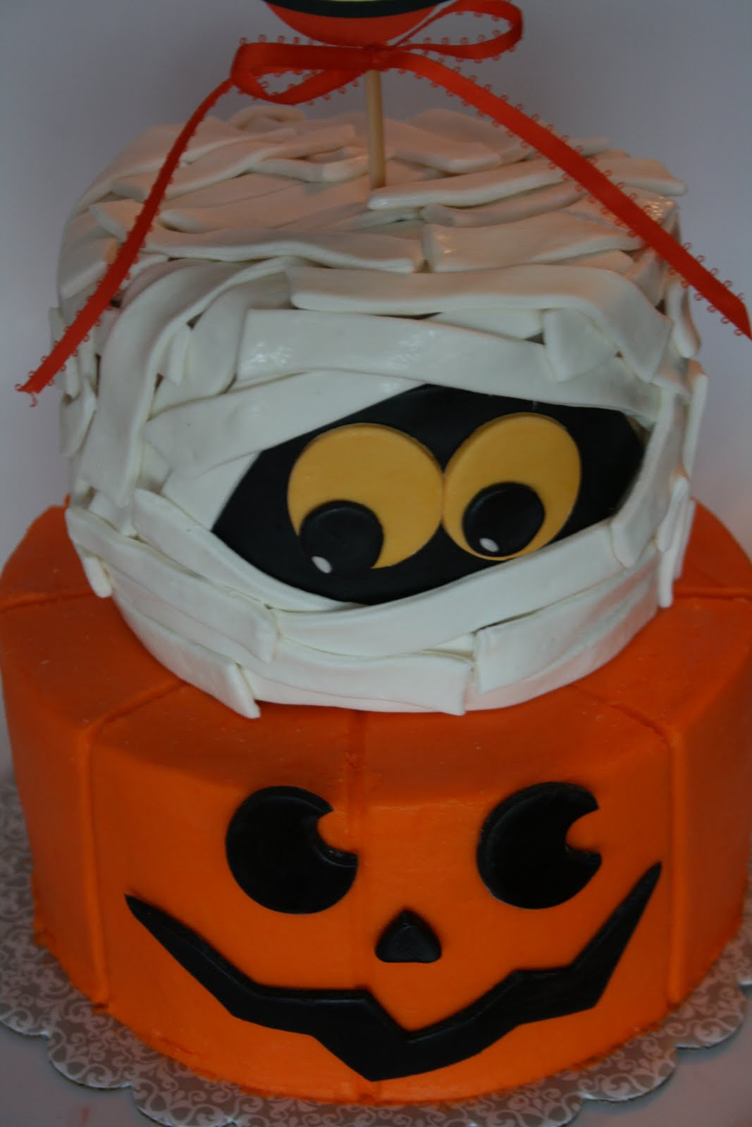 Halloween Cake Designs Simple : And Everything Sweet: A couple of Halloween cakes....