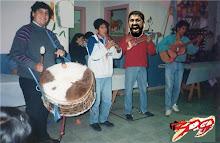 LEONIDAS TOCANDO EL CHARANGO