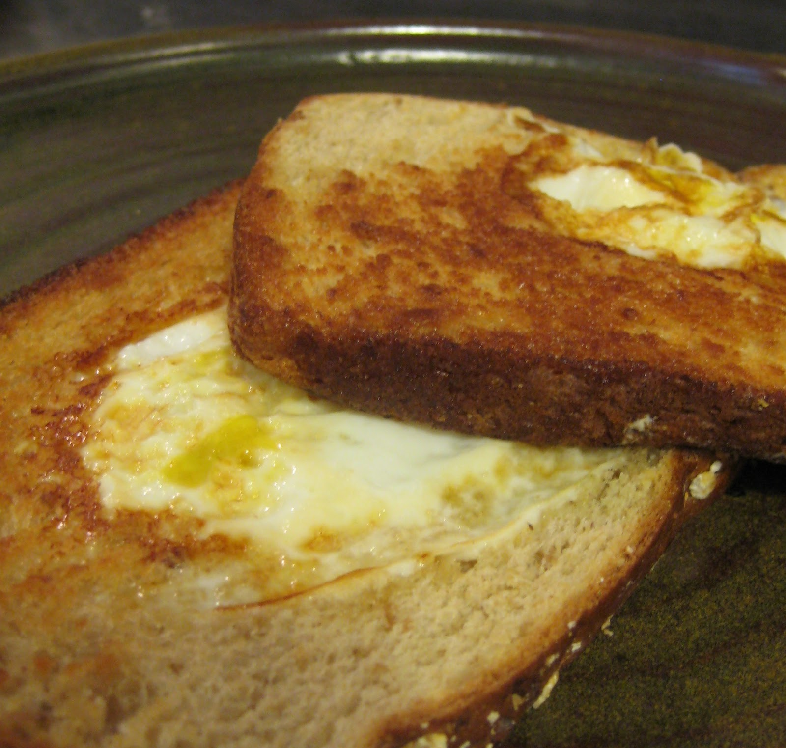 egg+in+the+hole+in+the+toast.JPG