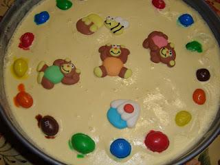 Questa torta gelato, semplice da realizzare, è ideale per i bambini. Per la  decorazione della torta ho usato le decorazioni fantasia della \u201cPaneAngeli\u201d