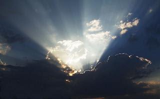 Foto Fenomena Langit Terbelah