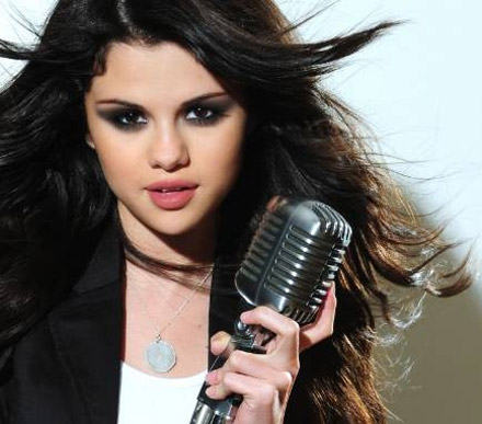 Selena Gomez    Album on Mit Dem Album  Kiss Tell  Kommt Jetzt Selena Gomez S Zweites Album