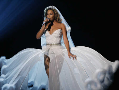 Beyoncé vestida de noiva no BET Awards
