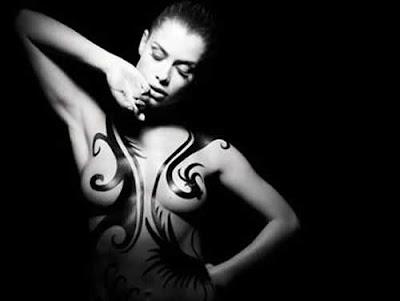 Confira As Fotos De Alinne Moraes Nua E Tatuada Na Revista Rolling