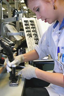 شوفوا التكنولوجيــــا  صور مصنع موبايلات نوكيـــا   فى فنلنـــدا 2010 20