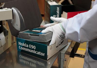 شوفوا التكنولوجيــــا  صور مصنع موبايلات نوكيـــا   فى فنلنـــدا 2010 6