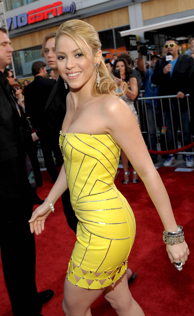 Shakira yellow dress opinion
