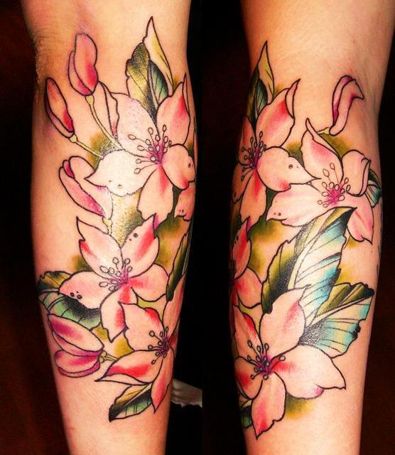 pretty flower tattoos. rose tattoos for women.