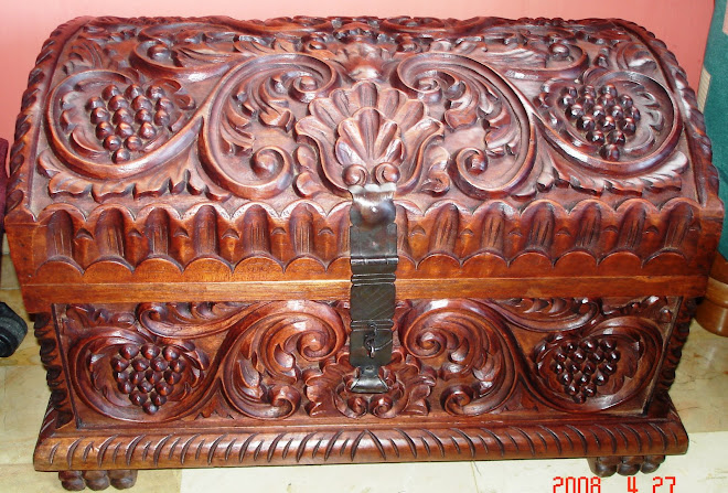 Baúl de cedro tallado