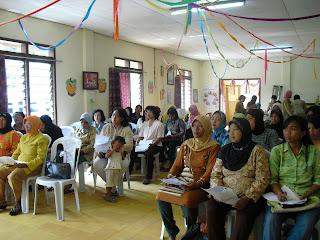 Pelatihan diikuti oleh ibu-ibu GAKIN (Keluarga Miskin) binaan BAPEMAS ...
