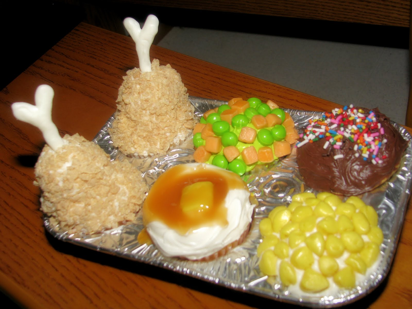 Tv dinner cupcakes recipes from vaughns kimballs for Best dinner ideas ever
